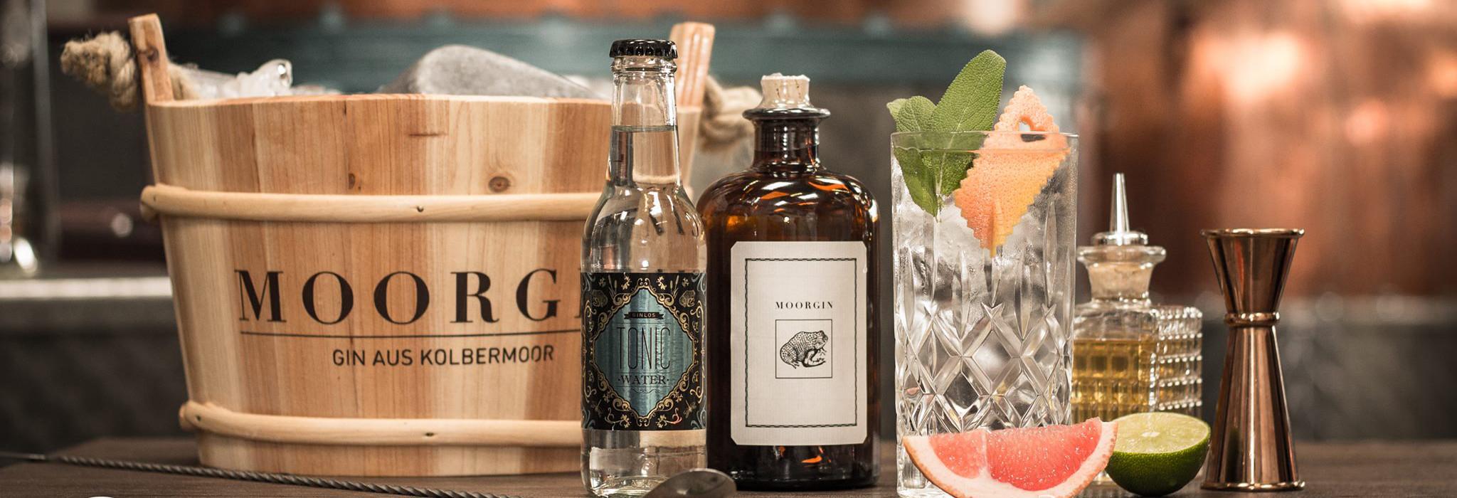 """<p>Die ganz besondere Gin Rezeptur! Kolbermoor – Der Name sagt schon alles: """"MOORGIN"""" heißt die hochprozentige Gin-Kreation aus dem schönen [&hellip;]</p>"""